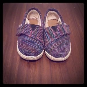 Toddler size 7 TOMS shoes